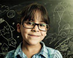 nino gafas colegio